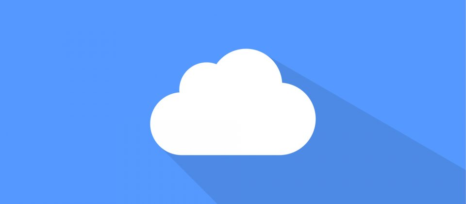 A simple cloud before a blue background